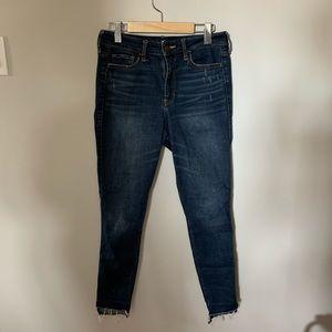 ⚪️HOLLISTER High Rise Dark Wash Distressed Jeans